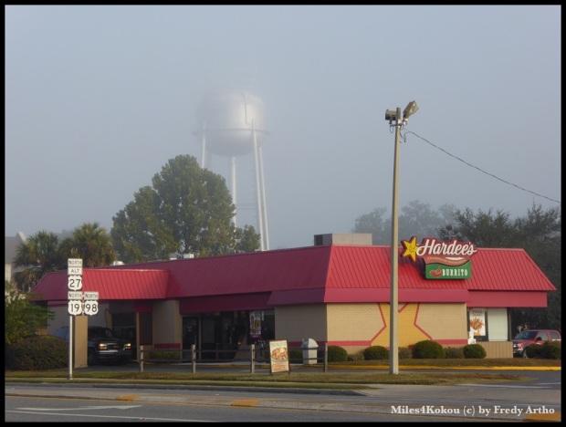 Der Wasserturm von Perry taucht aus dem Nebel auf. Zeit um loszufahren.