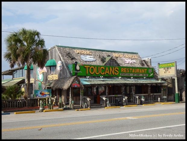 """Wir kommen in """"Touristengebiet"""". Restaurant in """"Mexico Beach""""."""