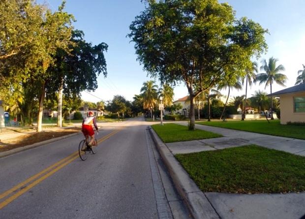 Oft teilten wir am Morgen die Strasse nur mit Rennradfahrern auf der Sonntagsrunde.