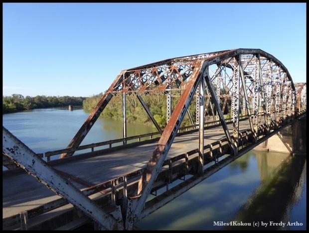 """Kurz vor """"Brazoria"""" diese alte Brücke über den Brazos River."""