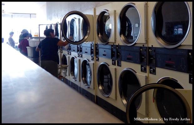 """In der öffentlichen """"Wäscherei"""" herrschte reger Betrieb. Viele hier haben keine eigene Maschine zu Hause und kommen mit ihren Wäschebergen hierher."""