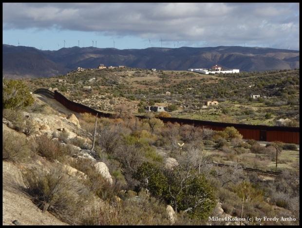 Blick über den Grenzzaun nach Mexiko.