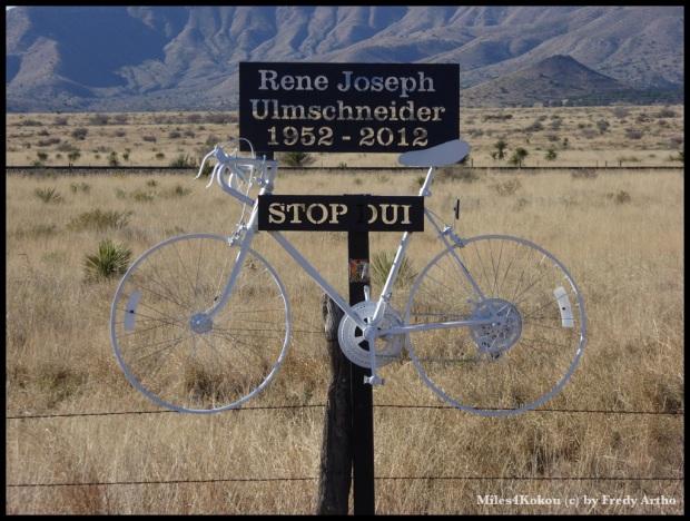 Dieses Rad habe ich in Westtexas fotografiert. Es erinnert an eine Radfahrerin die durch einrn betrunkenen Fahrer getötet wurde.