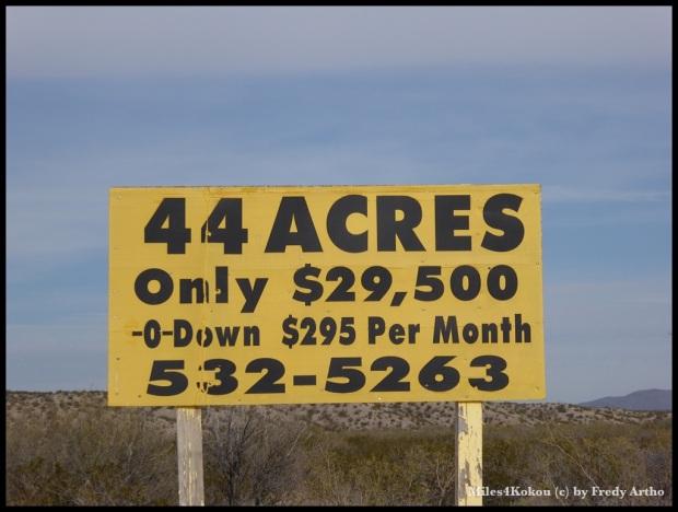 Wer will kann hier auch ein Stück Land kaufen.  178'000 Quadratmeter zu 16 Rappen. Nicht schlecht oder? Ruft einfach die Nummer an :-)