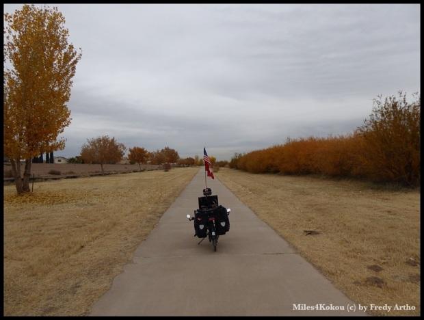 Schöner Radweg entlang des Rio Grande.
