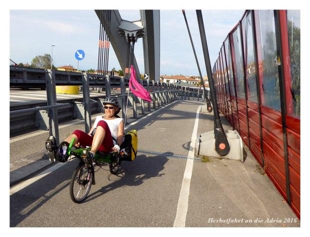 Einfahrt ins Zentrum von Padua. Die Brücke erinnerte uns etwas an die Floridatour vor zwei Jahren.